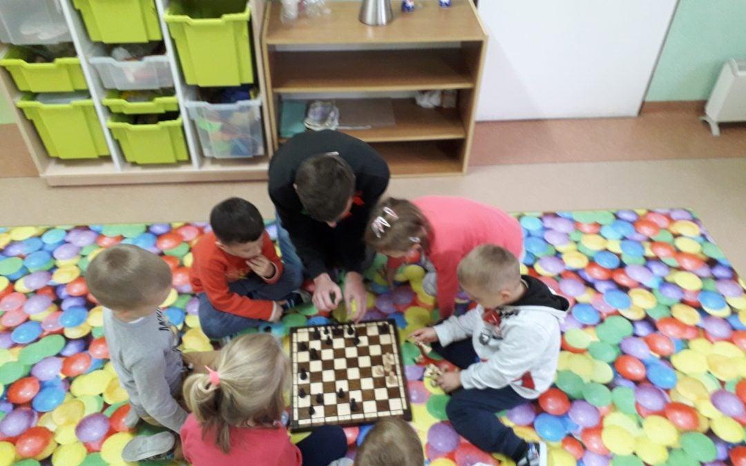 Królewska gra wkroczyła do naszego przedszkola