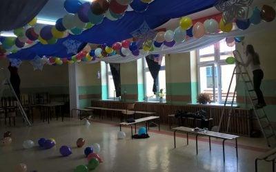 Przygotowania do szkolnej zabawy karnawałowej